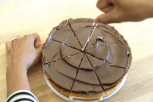 Un gâteau découpé à la perfection
